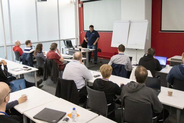 Pinal Dave luennoimassa - SQLAuthority.com